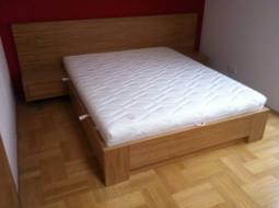 Duo-Meble Łóżko i szafki dąb naturalny. Pod materacem duży pojemnik na pościel.