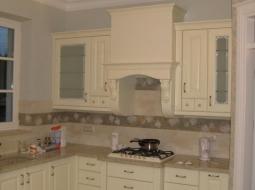 Kuchnia z frontami drewnianymi bukowymi, lakierowana w kolorach RAL oraz ICA. Stylowa dużo dodatków.